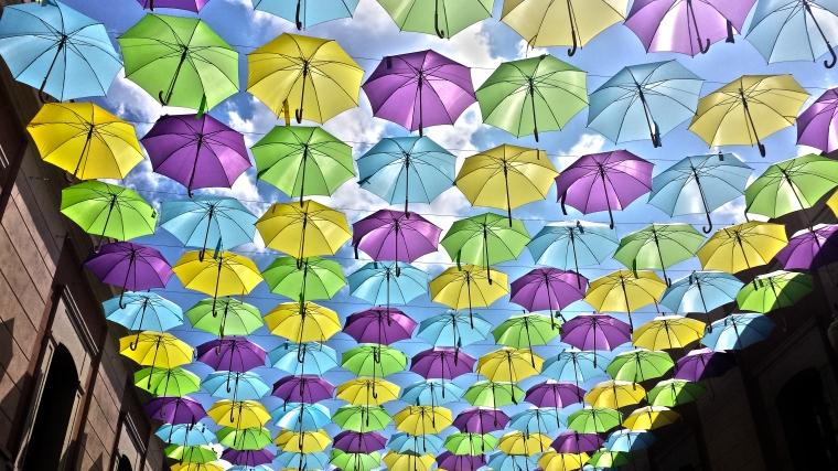 Paraguas bostezando antes de irse a dormir.